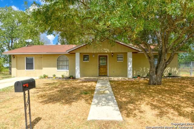 329 Wildrose Dr, Floresville, TX 78114 (MLS #1411286) :: River City Group