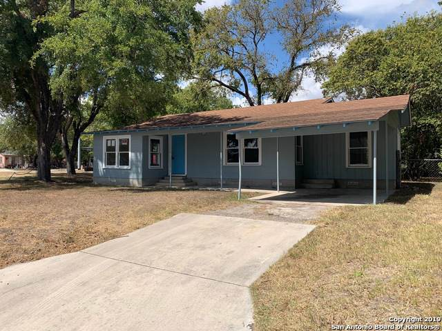 106 E Baxter St, Seguin, TX 78155 (MLS #1411315) :: BHGRE HomeCity