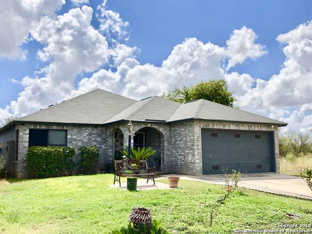6303 Beech Trail Dr, Converse, TX 78109 (MLS #1411388) :: Carter Fine Homes - Keller Williams Heritage
