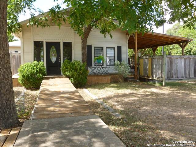 1503 Hackberry St, Bandera, TX 78003 (MLS #1411414) :: Carolina Garcia Real Estate Group