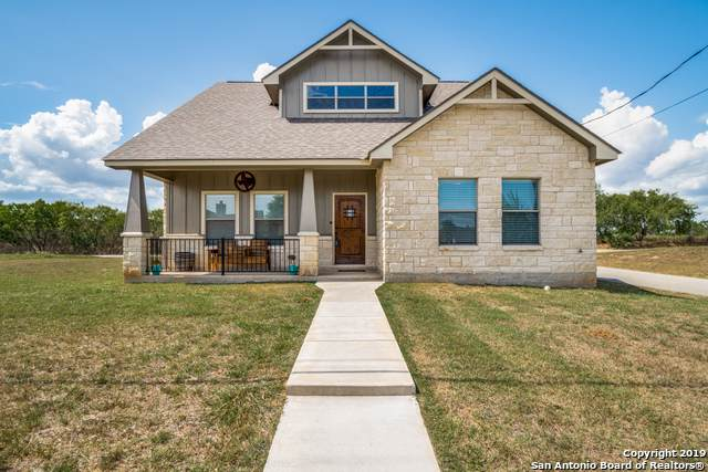 752 Crestview, Floresville, TX 78114 (MLS #1411635) :: Alexis Weigand Real Estate Group