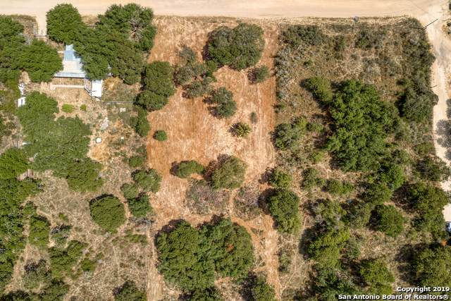824 County Road 6850, Lytle, TX 78052 (MLS #1411834) :: Legend Realty Group