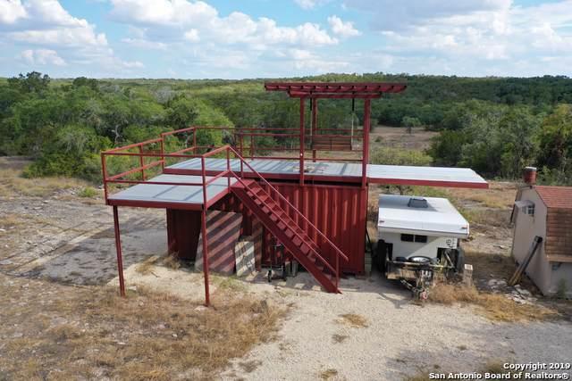 1402 Private Road 233, Hondo, TX 78861 (MLS #1411875) :: BHGRE HomeCity