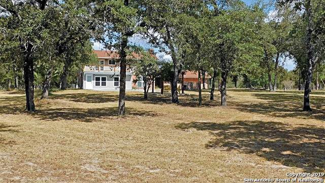 2003 Bentwood Dr, Floresville, TX 78114 (MLS #1412049) :: Glover Homes & Land Group
