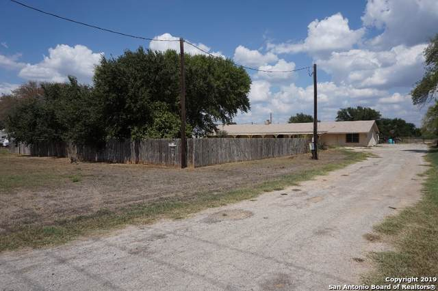 1032 County Road 2014, Pearsall, TX 78061 (MLS #1412327) :: BHGRE HomeCity