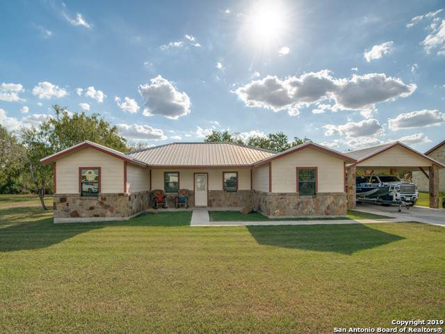 204 Bryan Dr, Jourdanton, TX 78026 (MLS #1412522) :: BHGRE HomeCity