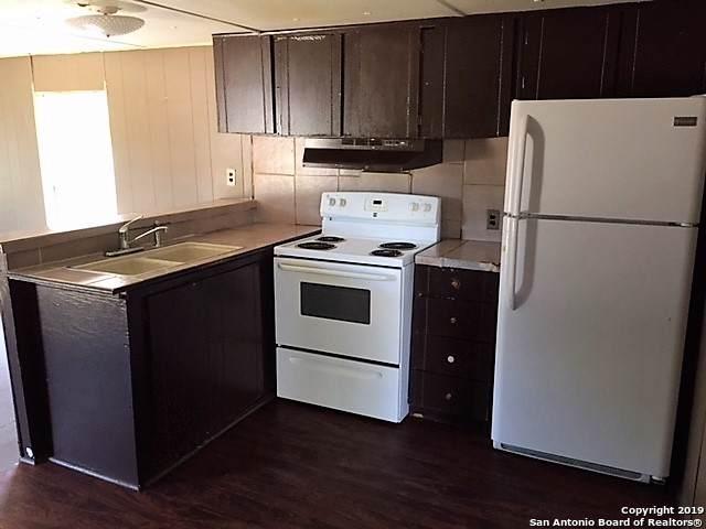 1102 Simmons Ave, Jourdanton, TX 78026 (MLS #1413271) :: Tom White Group