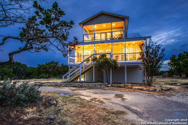 225 Scenic Hills Rd N, Kerrville, TX 78028 (#1414411) :: The Perry Henderson Group at Berkshire Hathaway Texas Realty