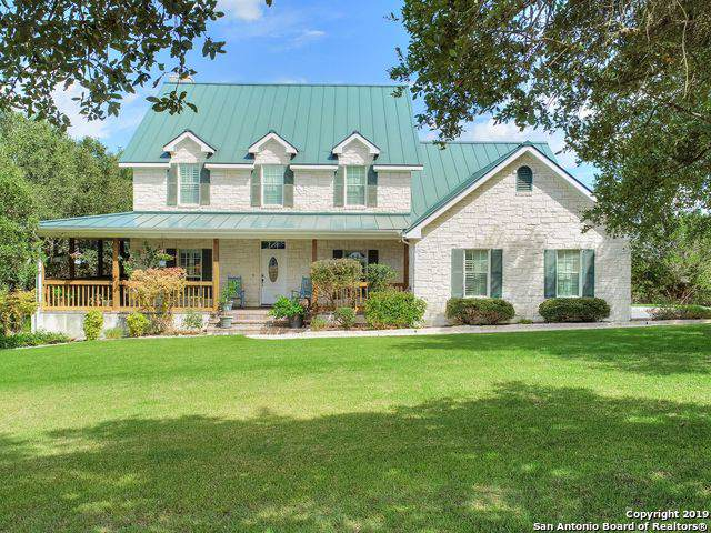 902 Shady Hollow, New Braunfels, TX 78132 (MLS #1414456) :: The Gradiz Group