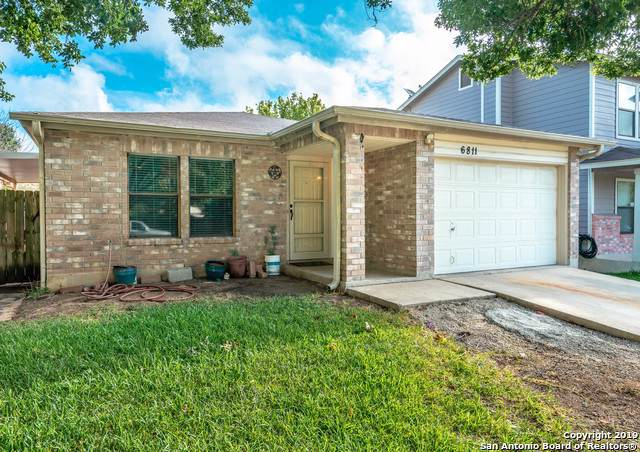 6811 Celes Meadow Dr, Converse, TX 78109 (#1414944) :: The Perry Henderson Group at Berkshire Hathaway Texas Realty