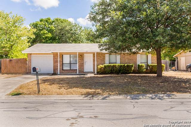 915 Hueco Dr, New Braunfels, TX 78130 (MLS #1415085) :: Alexis Weigand Real Estate Group