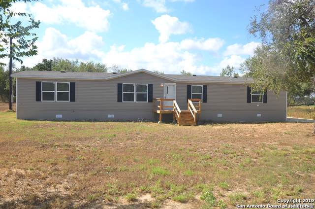 918 County Road 7711, Devine, TX 78016 (MLS #1415127) :: BHGRE HomeCity