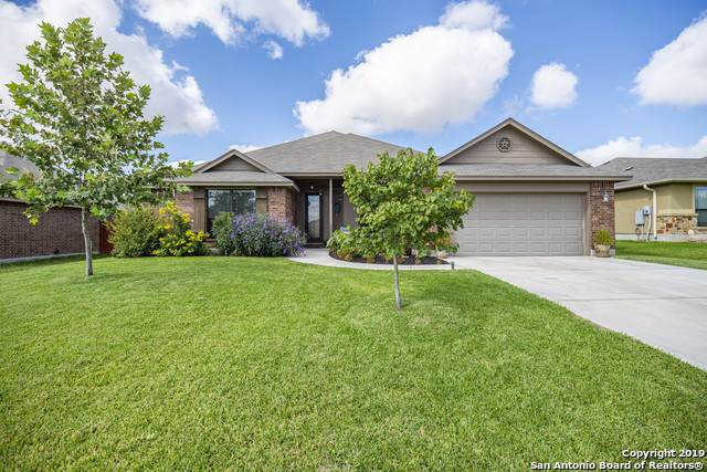 2262 Sun Chase Blvd, New Braunfels, TX 78130 (#1415487) :: The Perry Henderson Group at Berkshire Hathaway Texas Realty