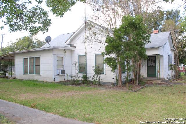 211 E 4th St, Nixon, TX 78140 (MLS #1415578) :: BHGRE HomeCity