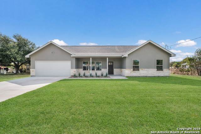 1006 Berlin St, Castroville, TX 78009 (#1415771) :: The Perry Henderson Group at Berkshire Hathaway Texas Realty