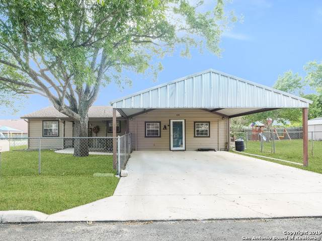 108 Boeck Street, La Vernia, TX 78121 (#1415951) :: The Perry Henderson Group at Berkshire Hathaway Texas Realty