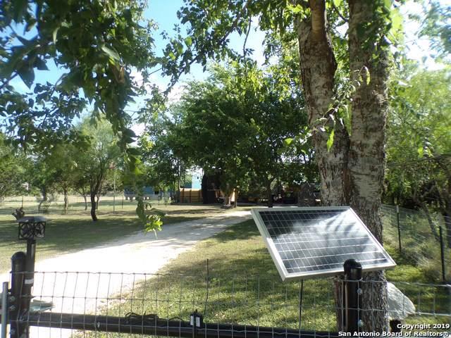 481 Rio Luna, Bandera, TX 78003 (#1416047) :: The Perry Henderson Group at Berkshire Hathaway Texas Realty