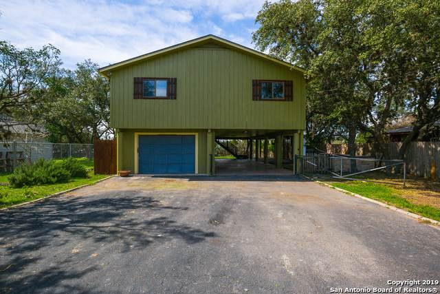 1243 Canyon Edge, Canyon Lake, TX 78133 (MLS #1416421) :: Glover Homes & Land Group