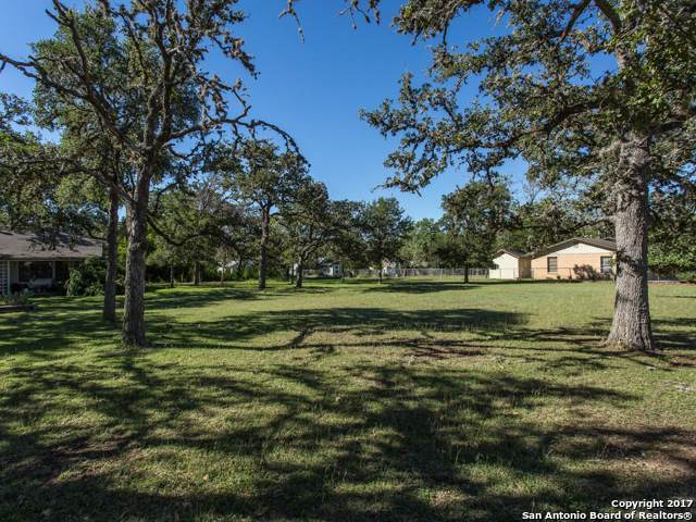 1025 E Blanco Rd, Boerne, TX 78006 (MLS #1416941) :: Glover Homes & Land Group