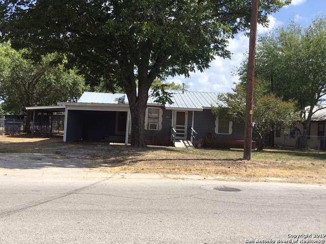 1106 N Windy Knoll Dr, Devine, TX 78016 (MLS #1416992) :: BHGRE HomeCity