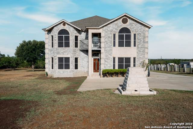 208 Country View Ln, Floresville, TX 78114 (MLS #1417105) :: BHGRE HomeCity