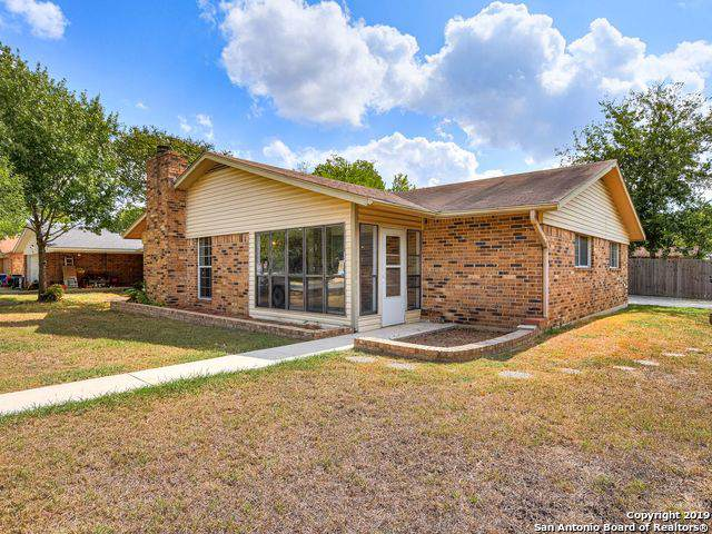1402 Shannon Circle, New Braunfels, TX 78130 (#1417532) :: The Perry Henderson Group at Berkshire Hathaway Texas Realty