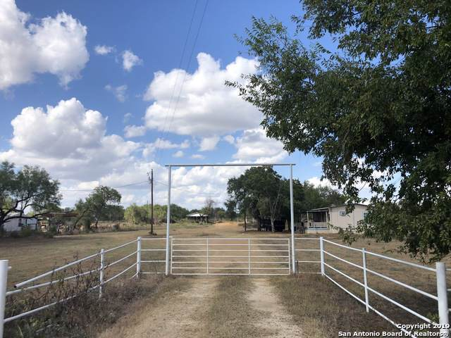 866 County Road 6610, Devine, TX 78016 (#1417552) :: The Perry Henderson Group at Berkshire Hathaway Texas Realty