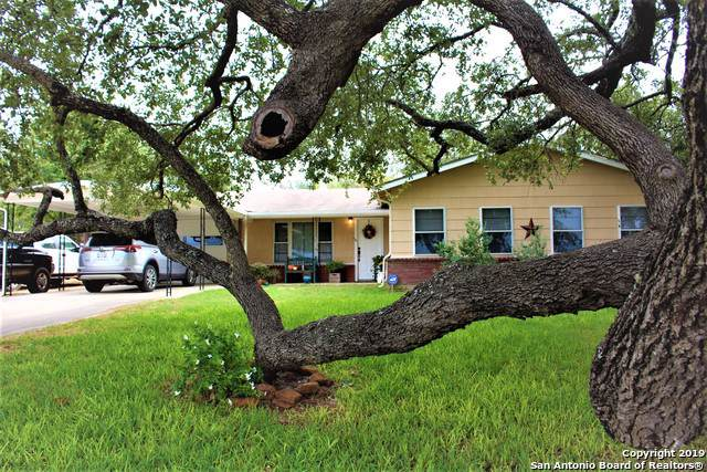 1400 N Windy Knoll Dr, Devine, TX 78016 (MLS #1417770) :: BHGRE HomeCity