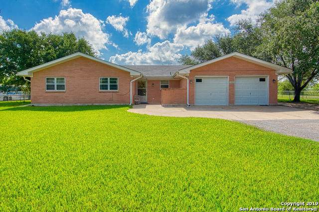 1203 Burleson St, George West, TX 78022 (MLS #1417942) :: Laura Yznaga | Hometeam of America
