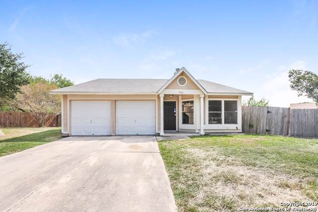 5762 Jones Fall Dr, San Antonio, TX 78244 (MLS #1418519) :: Laura Yznaga | Hometeam of America