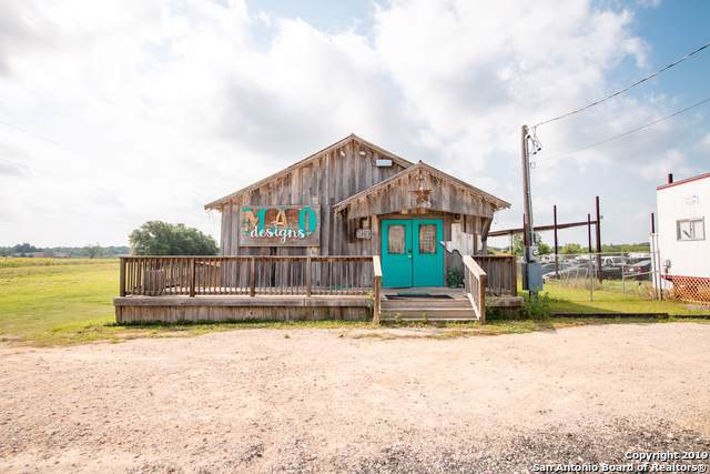 120 Lone Oak Dr, Floresville, TX 78114 (MLS #1418643) :: Alexis Weigand Real Estate Group