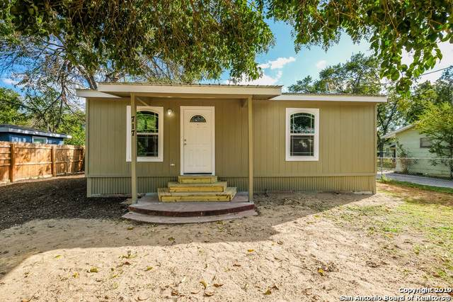 717 E Walnut St, Seguin, TX 78155 (MLS #1419259) :: Vivid Realty