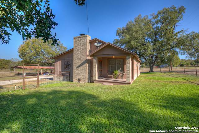 1390 Austin, Luling, TX 78648 (#1419617) :: The Perry Henderson Group at Berkshire Hathaway Texas Realty