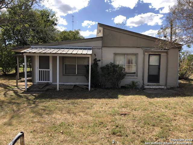 408 State Highway 123 N, Stockdale, TX 78160 (MLS #1419995) :: Reyes Signature Properties
