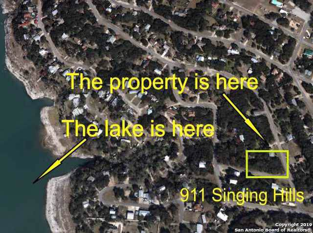 911 Singing Hills Dr, Canyon Lake, TX 78133 (#1420039) :: The Perry Henderson Group at Berkshire Hathaway Texas Realty