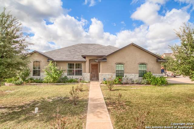1921 Lost Trail, Pleasanton, TX 78064 (#1420221) :: The Perry Henderson Group at Berkshire Hathaway Texas Realty
