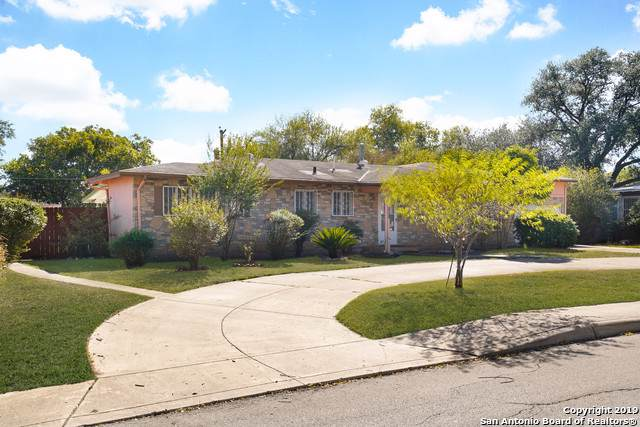 2622 W Summit Ave, San Antonio, TX 78228 (#1420343) :: The Perry Henderson Group at Berkshire Hathaway Texas Realty