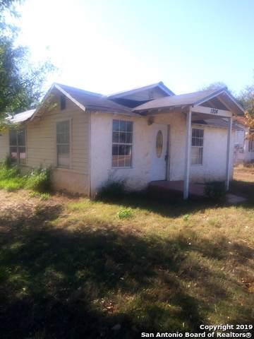 1204 W Colorado St, Pearsall, TX 78061 (MLS #1420663) :: BHGRE HomeCity
