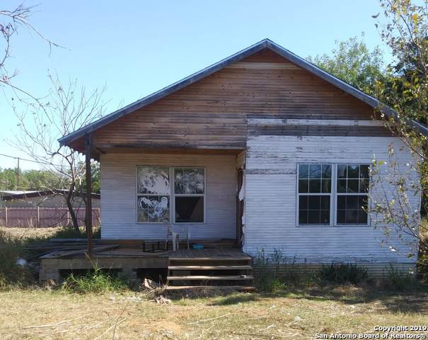 312 S Garcia St, Pearsall, TX 78061 (MLS #1420684) :: NewHomePrograms.com LLC