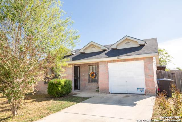 9237 Emerald Port Dr, San Antonio, TX 78242 (#1421800) :: The Perry Henderson Group at Berkshire Hathaway Texas Realty