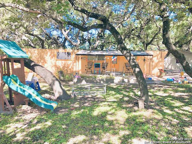 4201 Kings Ln, Von Ormy, TX 78073 (#1421906) :: The Perry Henderson Group at Berkshire Hathaway Texas Realty