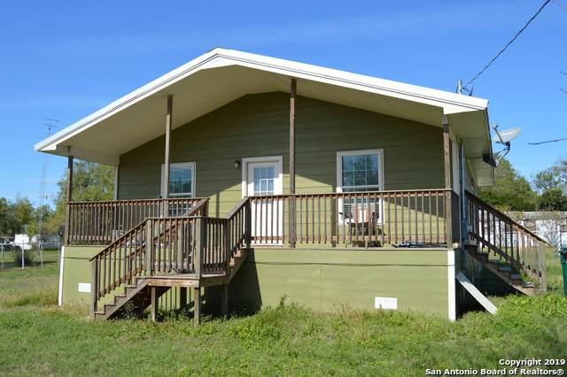 704 Mcdowell Ave, Jourdanton, TX 78026 (MLS #1422152) :: BHGRE HomeCity