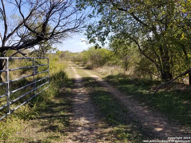 121 Saspamco Ln, Floresville, TX 78114 (#1422525) :: The Perry Henderson Group at Berkshire Hathaway Texas Realty