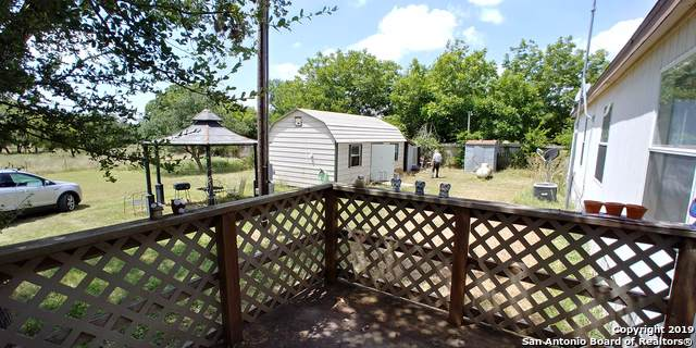 136 Spring Rd, Pipe Creek, TX 78063 (#1422614) :: The Perry Henderson Group at Berkshire Hathaway Texas Realty