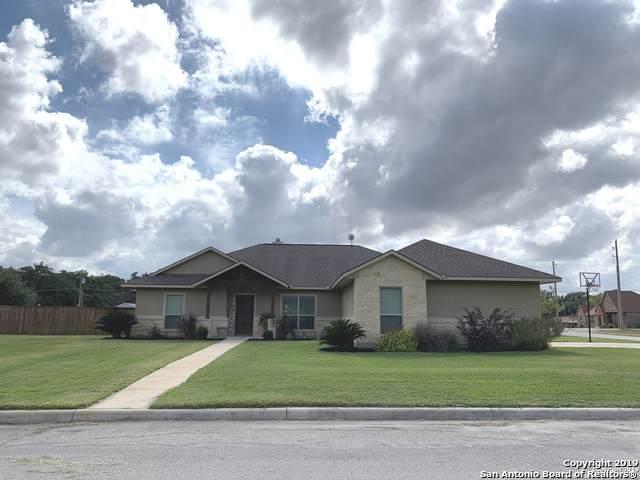 1604 Pecan Circle, Pleasanton, TX 78064 (MLS #1422680) :: Glover Homes & Land Group