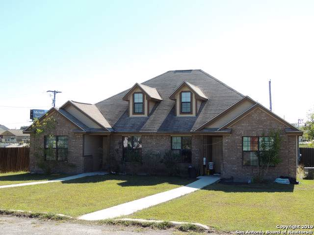 131 Robinhood Dr, Kenedy, TX 78119 (#1422915) :: The Perry Henderson Group at Berkshire Hathaway Texas Realty