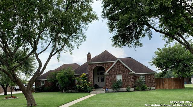 806 Siesta Dr, Karnes City, TX 78118 (#1423484) :: The Perry Henderson Group at Berkshire Hathaway Texas Realty