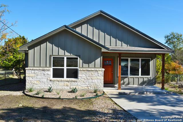 1189 Mountain View Dr, Canyon Lake, TX 78133 (#1423538) :: The Perry Henderson Group at Berkshire Hathaway Texas Realty