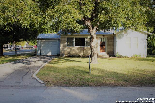 2127 Woodland Dr, Seguin, TX 78155 (MLS #1423625) :: Alexis Weigand Real Estate Group