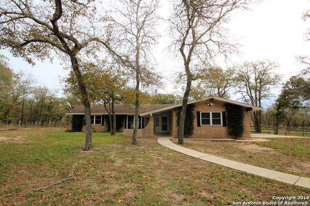 2123 Bentwood Dr, Floresville, TX 78114 (MLS #1423768) :: Legend Realty Group